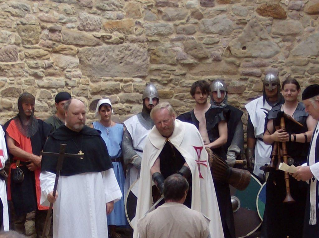 Ritterschlag durch Franz-Josef Metz in Beller-Kirche